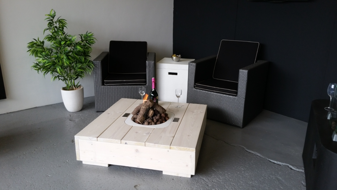 Steigerhouten loungetafel 39 egon 39 vivencia vuur - Eigentijdse design lounge ...