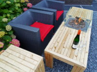 Smalle loungetafel met haard